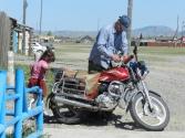Dzieci oczywiście z motocyklem też są obyte od małego, a u nas aż wstyd tylko nieliczne