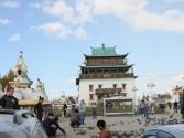 I pomodlić się. Świątynia buddyjska Gandam