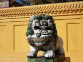 Świątyni pilnują lwy