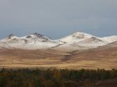 Góry Chentej ośnieżone wyglądają jeszcze ładniej