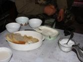 Poczęstunek w chacie pasterskiej; chleb ze śmietaną i cukrem
