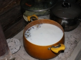 Sute caj; herbata z mlekiem, masłem i solą