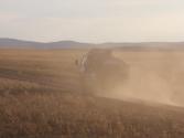 Transport odbywa się głównie dostawczakami produkcji koreanskiej lub japońskiej. Mongolia, Chentej 2010