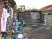 Podwórko przed pasterską chatą, podobnie jak u nas. Mongolia, Chentej 2010