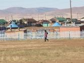 Plac zabaw w małym miasteczku. Mongolia, Chentej 2010